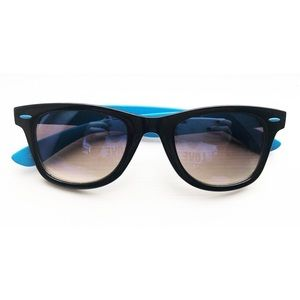 Blue polarized Foster Grant wayfarer sunglasses